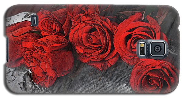 Galaxy S5 Case featuring the photograph Roses On Lace by Bonnie Willis