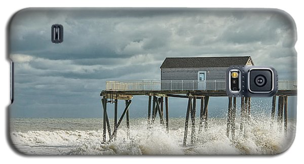 Rough Surf At The Fishing Pier Galaxy S5 Case by Gary Slawsky