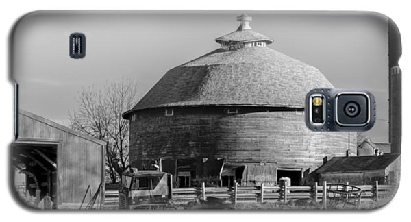 Round Barn Galaxy S5 Case by Dan Traun