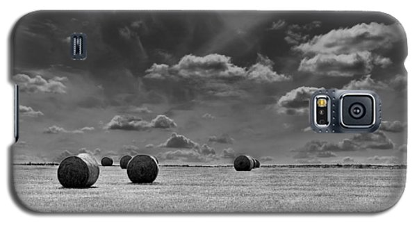 Round Straw Bales Landscape Galaxy S5 Case by John Williams