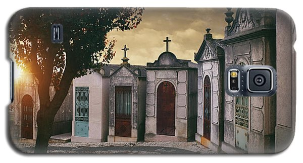 Galaxy S5 Case featuring the photograph Row Of Crypts by Carlos Caetano