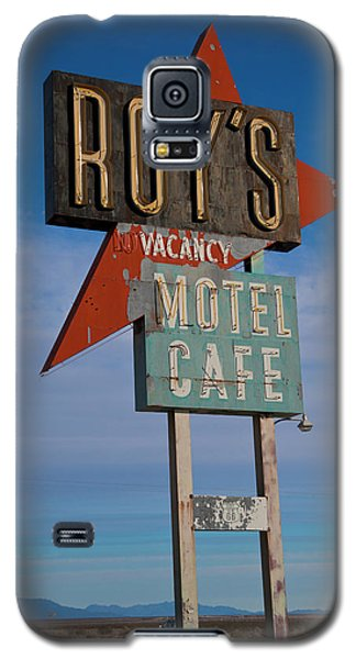 Galaxy S5 Case featuring the photograph Roy's Motel Cafe by Matthew Bamberg
