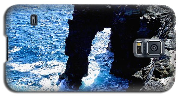 Galaxy S5 Case featuring the photograph Rugged Kona Sea Arch by Amy McDaniel