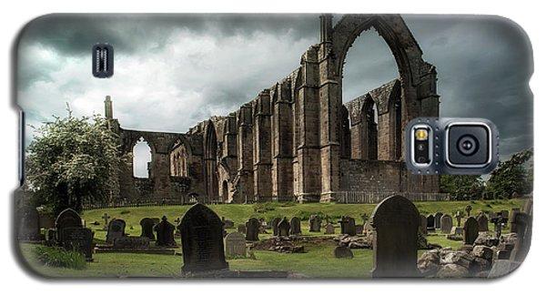 Ruins Of Bolton Abbey Galaxy S5 Case by Jaroslaw Blaminsky