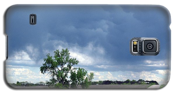 Galaxy S5 Case featuring the photograph Rural Nebraska by Tyler Robbins