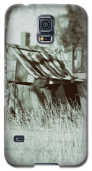 Galaxy S5 Case featuring the photograph Rural Reminiscence by Linda Lees