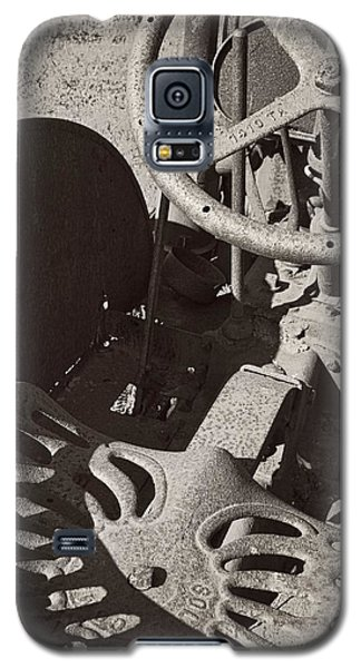 Galaxy S5 Case featuring the photograph Rusted Tractor by Michelle Calkins