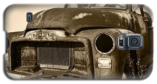 Rusty But Trusty Old Gmc Pickup Truck - Sepia Galaxy S5 Case by Gordon Dean II