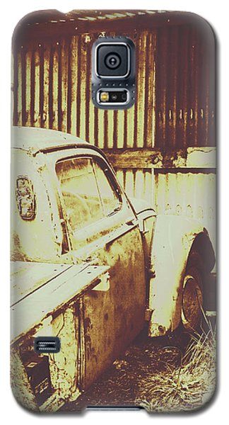 Truck Galaxy S5 Case - Rusty Pickup Garage by Jorgo Photography - Wall Art Gallery