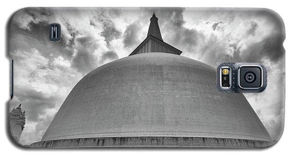 Galaxy S5 Case featuring the photograph Ruwanwelisaya, Anuradhapura, 2012 by Hitendra SINKAR