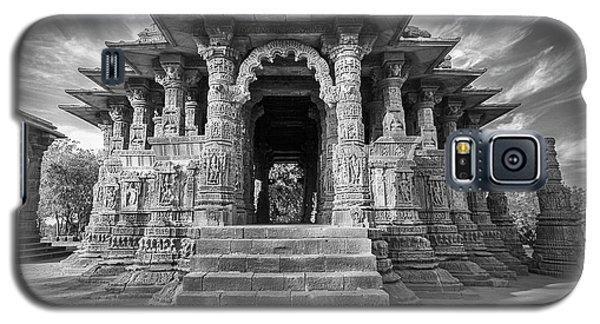 Galaxy S5 Case featuring the photograph Sabhamandapa, Modhera, 2008 by Hitendra SINKAR