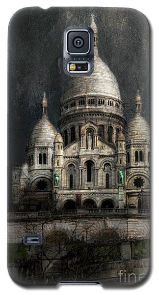 Galaxy S5 Case featuring the photograph Sacre-coeur, Paris by Elena Nosyreva