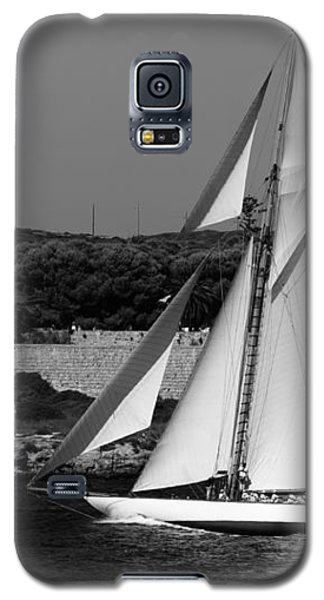 sailboat - a one mast classical vessel sailing in one of the most beautiful harbours Port Mahon Galaxy S5 Case by Pedro Cardona