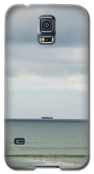 Galaxy S5 Case featuring the photograph Sailing The Horizon by Linda Lees