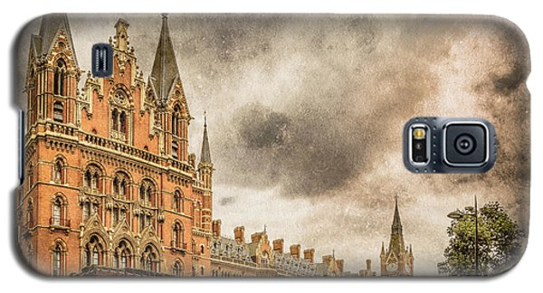Galaxy S5 Case featuring the photograph London, England - Saint Pancras Station by Mark Forte