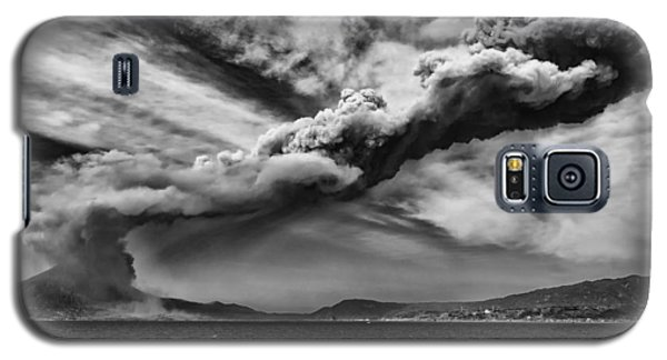 Galaxy S5 Case featuring the photograph Sakurajima Volcano by Hayato Matsumoto