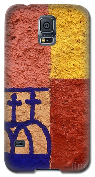 Galaxy S5 Case featuring the photograph San Miguel Wall San Miguel De Allende Mexico by John  Mitchell
