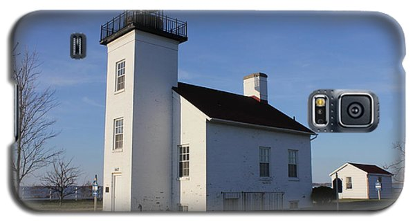 Galaxy S5 Case featuring the photograph Sand Point Lighthouse In Escanaba by Charles and Melisa Morrison