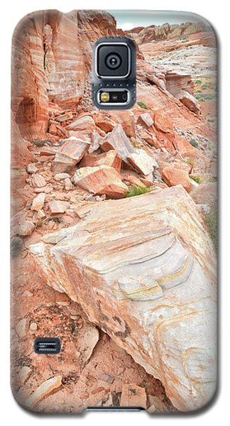 Galaxy S5 Case featuring the photograph Sandstone Arrowhead In Valley Of Fire by Ray Mathis