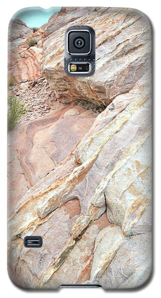 Galaxy S5 Case featuring the photograph Sandstone Cove In Valley Of Fire by Ray Mathis