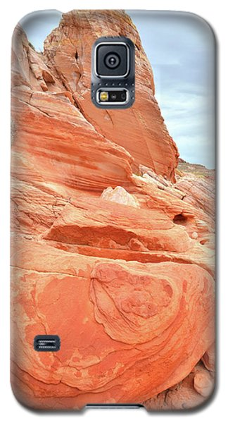 Galaxy S5 Case featuring the photograph Sandstone Pillar In Valley Of Fire by Ray Mathis