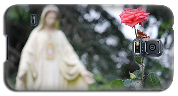 Galaxy S5 Case featuring the photograph Santa Catalina Rose by Wilko Van de Kamp