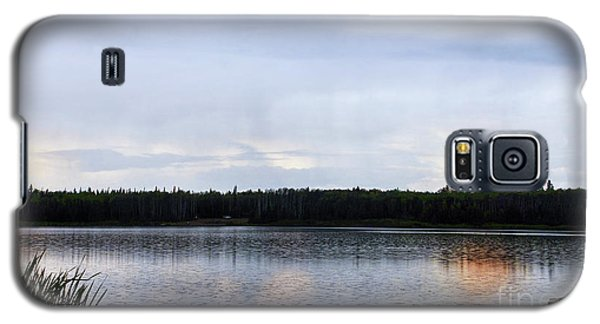 Galaxy S5 Case featuring the photograph Saskatoon Lake Alberta by Elaine Manley