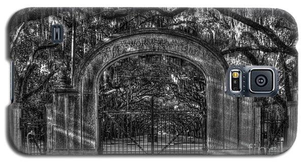Galaxy S5 Case featuring the photograph Savannah's Wormsloe Plantation Gate Bw Live Oak Alley Art by Reid Callaway