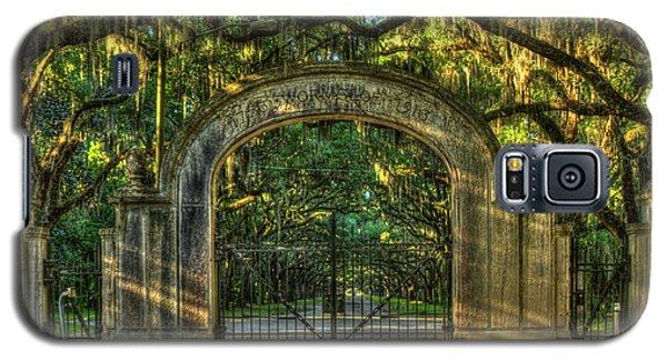 Galaxy S5 Case featuring the photograph Savannah's Wormsloe Plantation Gate Live Oak Alley Art by Reid Callaway
