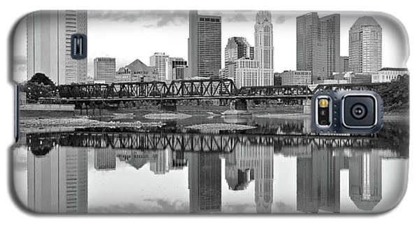 Galaxy S5 Case featuring the photograph Scarlet And Columbus Gray by Frozen in Time Fine Art Photography