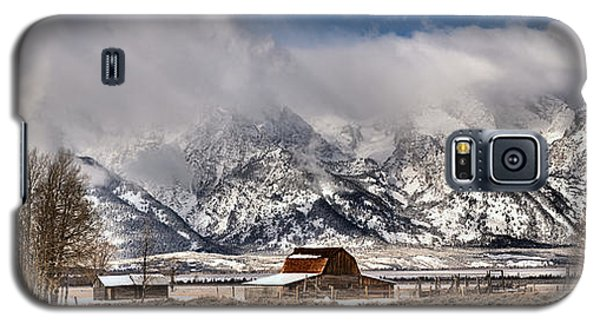 Galaxy S5 Case featuring the photograph Scenic Mormon Homestead by Adam Jewell