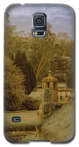 Galaxy S5 Case featuring the photograph Juchen, Germany - Schloss Dyck English Garden by Mark Forte