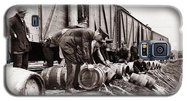 Scranton Police Dumping Beer During Prohibition  Scranton Pa 1920 To 1933 Galaxy S5 Case