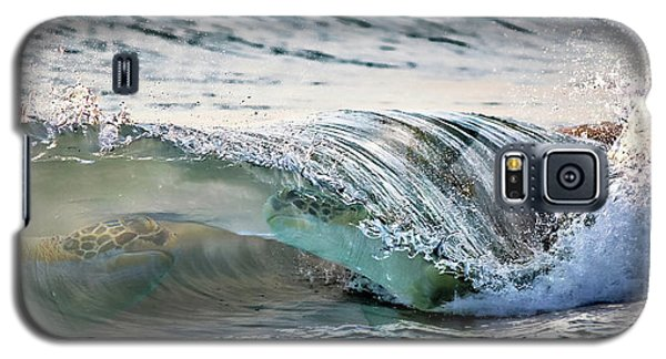 Sea Turtles In The Waves Galaxy S5 Case by Barbara Chichester