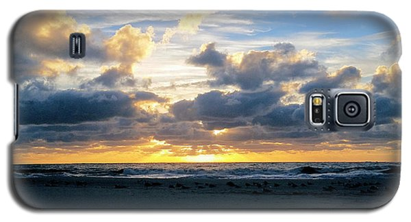 Seagulls On The Beach At Sunrise Galaxy S5 Case