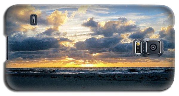 Seagulls On The Beach At Sunrise Galaxy S5 Case
