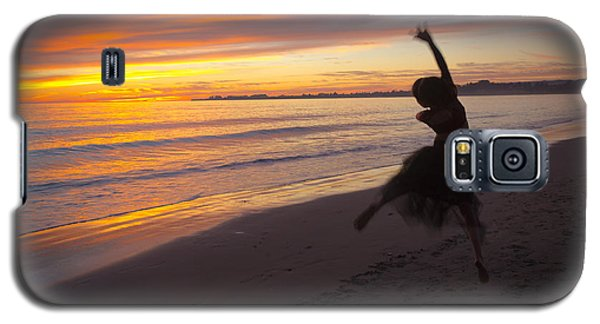 Galaxy S5 Case featuring the photograph Seaside Dancer by Lora Lee Chapman
