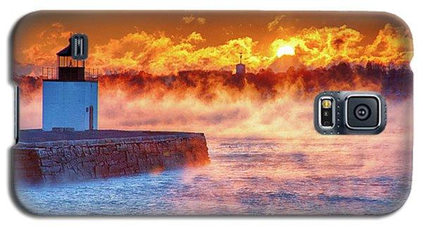 Seasmoke At Salem Lighthouse Galaxy S5 Case by Jeff Folger