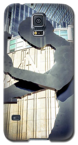 Galaxy S5 Case featuring the photograph Seattle Hammering Man by Spencer McDonald