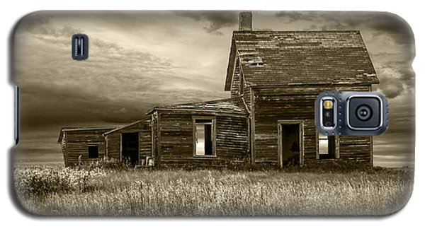 Sepia Tone Of Abandoned Prairie Farm House Galaxy S5 Case