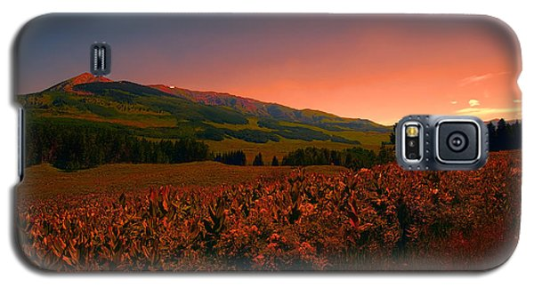 Galaxy S5 Case featuring the photograph Setting Sun In Crested Butte by Tom Potter