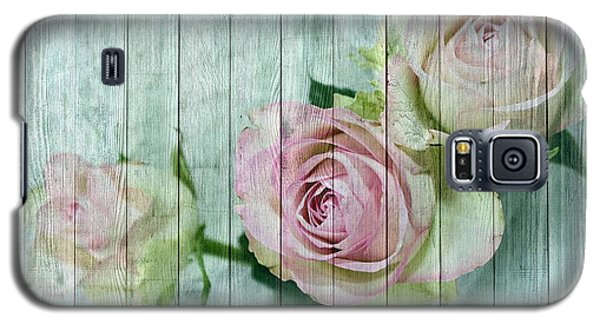 Shabby Chic Pink Roses On Blue Wood Galaxy S5 Case