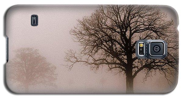 Shadows In The Fog Galaxy S5 Case by Linda Mishler