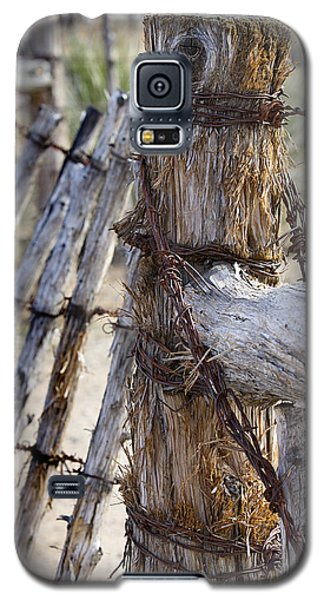 Galaxy S5 Case featuring the photograph Shaggy Fence Post by Phyllis Denton