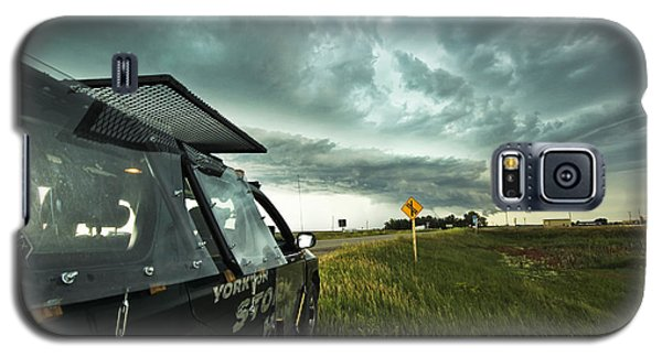 Galaxy S5 Case featuring the photograph Shelf Cloud Near Vibank Sk. by Ryan Crouse