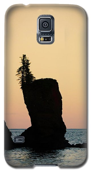 Galaxy S5 Case featuring the photograph Shovel Point On Lake Superior by Heidi Hermes