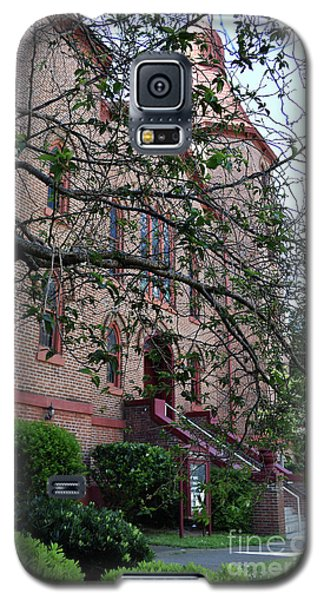 Galaxy S5 Case featuring the photograph Sidney Park Cme Church by Skip Willits