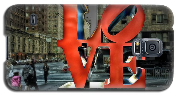 Galaxy S5 Case featuring the photograph Sights In New York City - Love Statue by Walt Foegelle