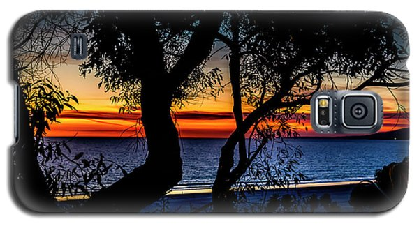 Silhouettes Over Blue Water Galaxy S5 Case