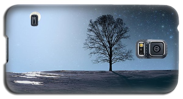 Single Tree In Moonlight Galaxy S5 Case by Larry Landolfi